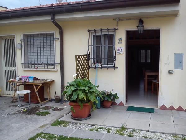 Riferimento 2F2059 - Casa Indipendente in Vendita a Torre Del Lago Puccini