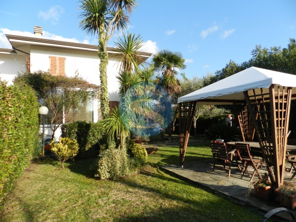 Riferimento SA132 - Villa in Affitto a Marina Di Pietrasanta