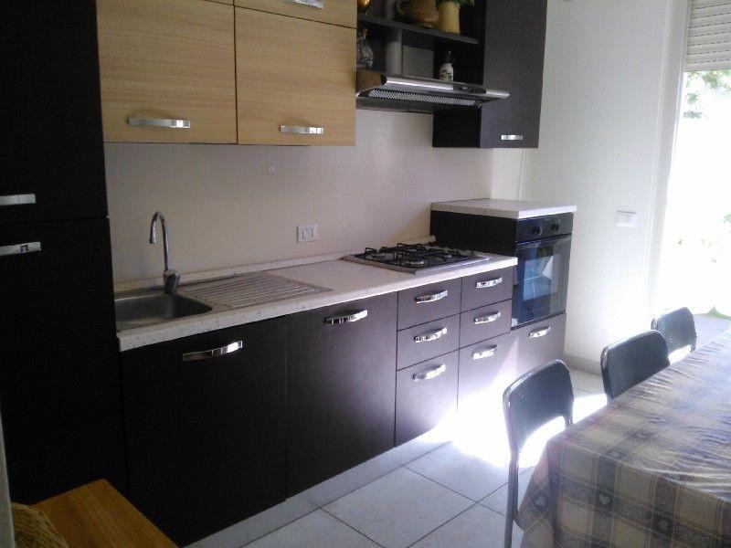 Villa Bifamiliare in affitto a Camaiore, 4 locali, prezzo € 2.000 | CambioCasa.it