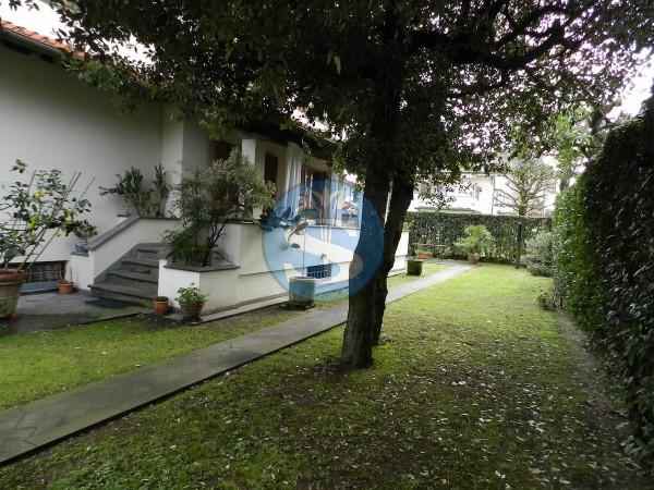 Riferimento SA136 - Villa in Affitto a Marina Di Pietrasanta