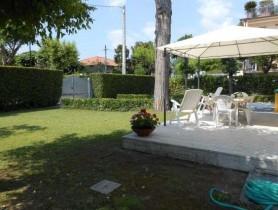 Riferimento BAF440 - Villa Bifamiliare in affitto a Vittoria Apuana