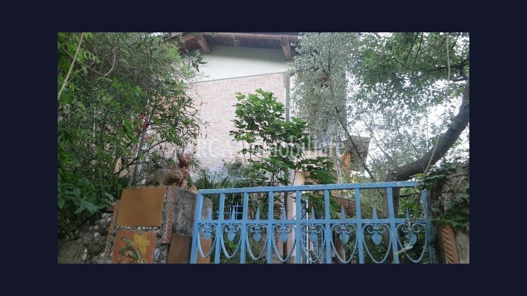 Casa Indipendentein Vendita, Pietrasanta - Valdicastello - Collina - Riferimento: 2544