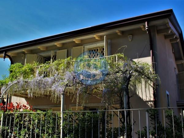 Riferimento SA121 - Villa in Affitto a Marina Di Pietrasanta