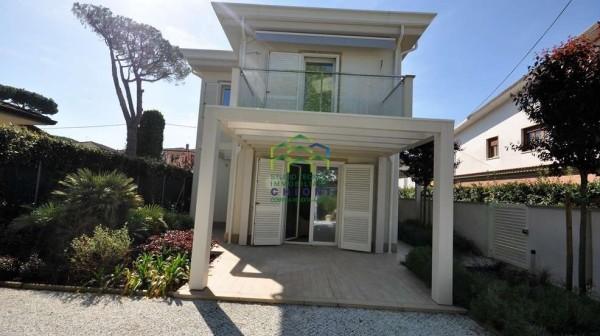 Cinquale Bifamiliare in affitto estivo Rif A017 Agenzia Chioni