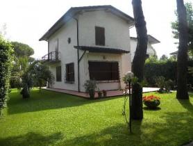 Riferimento BAF1144 - Villa Bifamiliare in affitto a