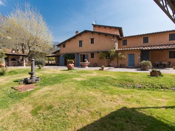 Villa Singola in vendita, Pietrasanta, Val di Castello