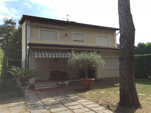 Single villa for rent, Forte dei Marmi