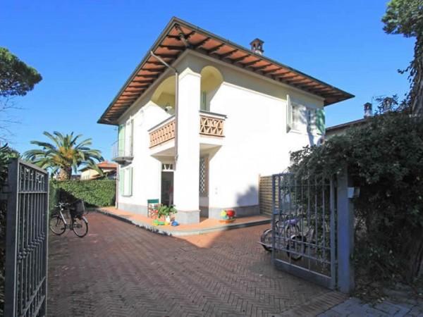 Riferimento SA547 Torri - villa in Affitto in Forte Dei Marmi