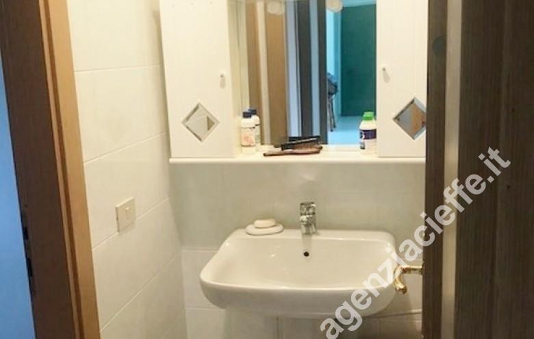 Agenzia Cieffe - bagno padronale in appartamento da vendere a Marina di Massa