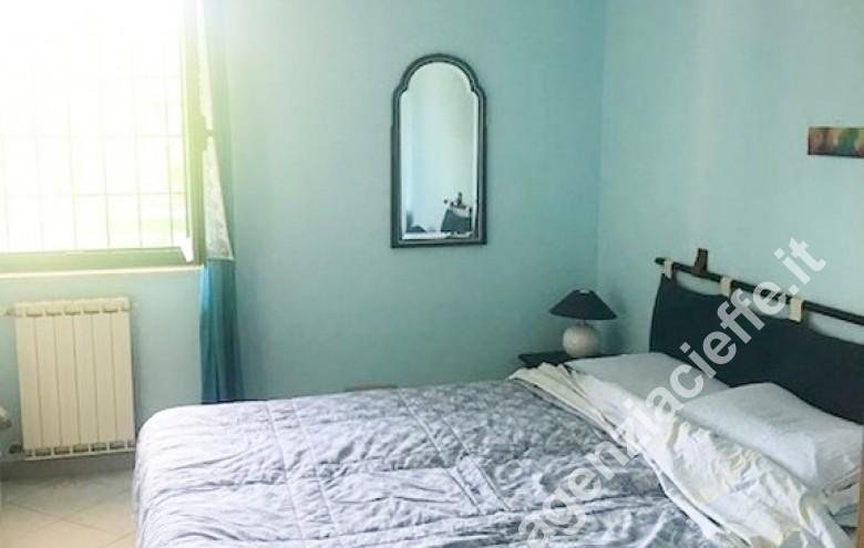 Agenzia Cieffe - stupendo appartamento in vendita al mare - spiaggie sabbiose e dorate a Marina di Massa