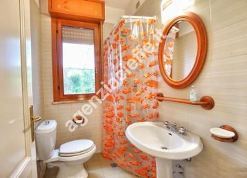 bagno padronale in appartamento da vendere a Marina di Massa