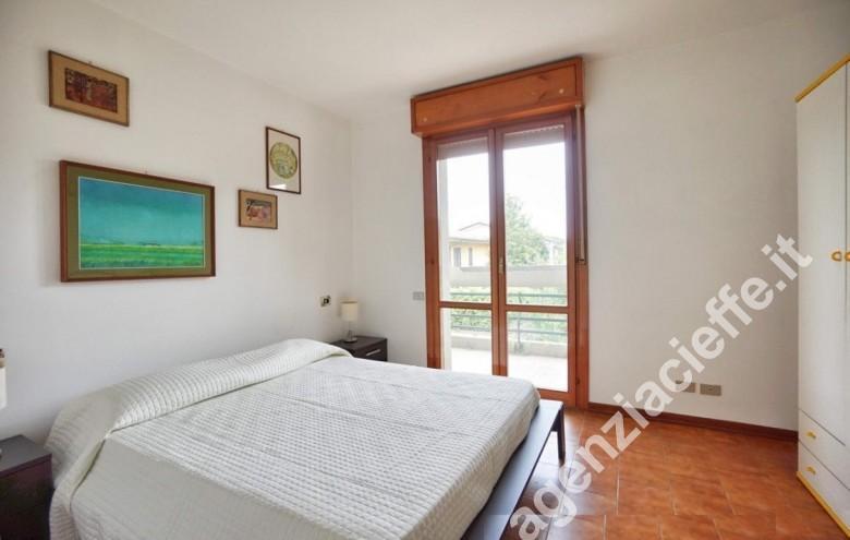 Agenzia Cieffe - camera da letto in appartamento da vendere nel centro di Massa