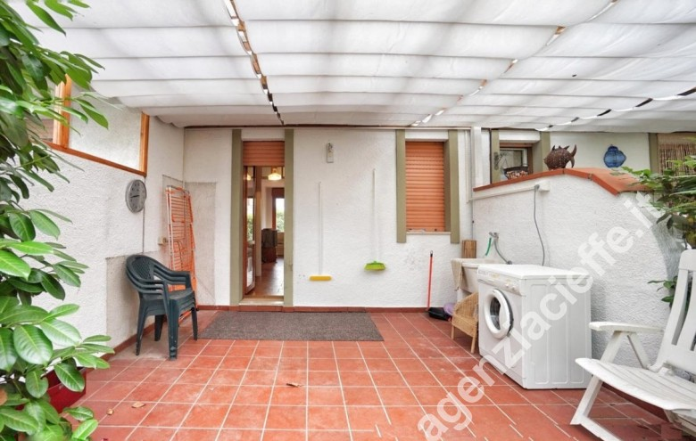 Agenzia Cieffe - per iniziare la giornata in relax - un buon caffè dalla terrazza in villa - villetta in vendita a Marina di Massa