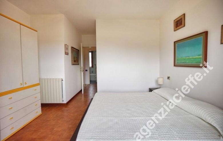 Agenzia Cieffe - camera da letto matrimoniale in villetta a due passi dal mare della Versilia