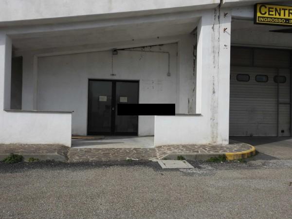 Riferimento C011_E - Locale Commerciale in Affitto a Civitavecchia