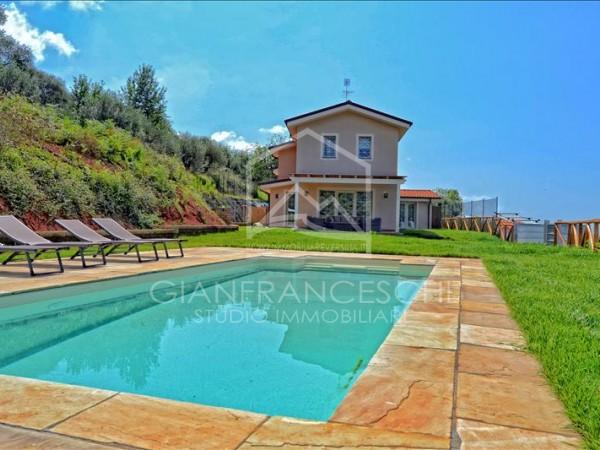 Riferimento 2027 - Villa Bifamiliare in Vendita a Pietrasanta Collina