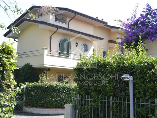 Riferimento 2033 - Villa Bifamiliare in Vendita a Cinquale