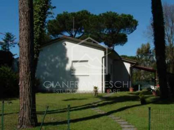 Riferimento 2040 - Villa Bifamiliare in Vendita a Cinquale