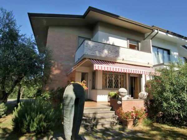 Portion of Villa for sale, Forte dei Marmi