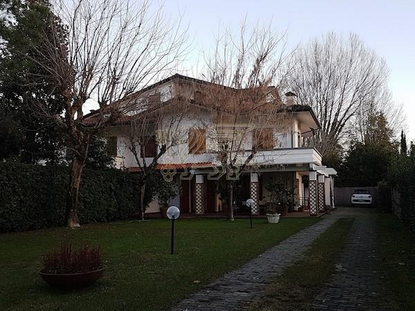 Villa Bifamiliare in affitto, Forte dei Marmi