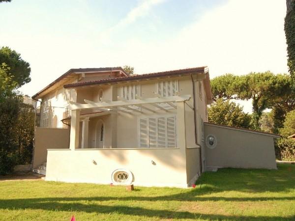 Riferimento WA 15071 A - Villa Bifamiliare in Vendita a Marina Di Pietrasanta