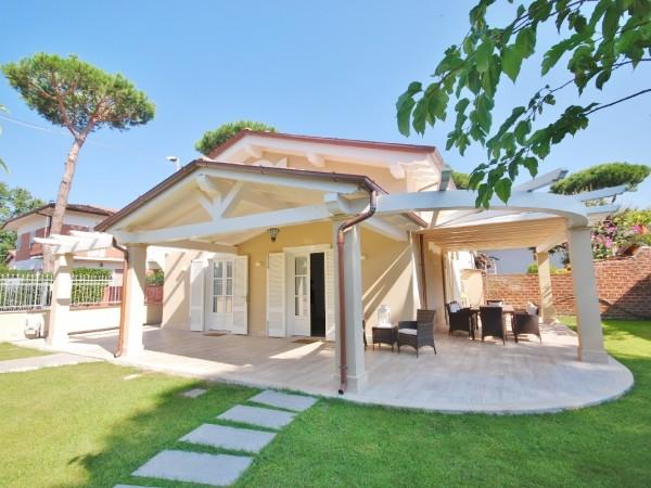 Riferimento LT 642 Villino Ellisse - Villa Bifamiliare in Affitto a Marina Di Pietrasanta
