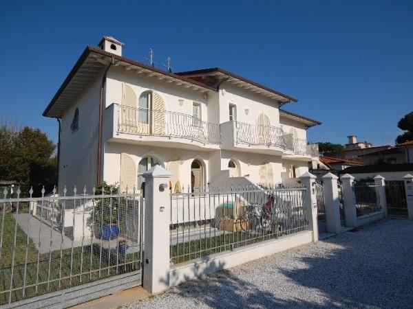 Riferimento LT 602 Stella bianca - Villa Bifamiliare in Affitto a Marina Di Pietrasanta