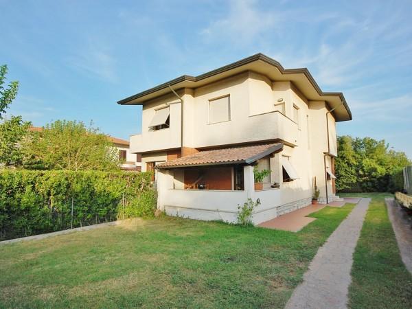 Riferimento WA 15152 - Villa Bifamiliare in Vendita a Marina Di Pietrasanta