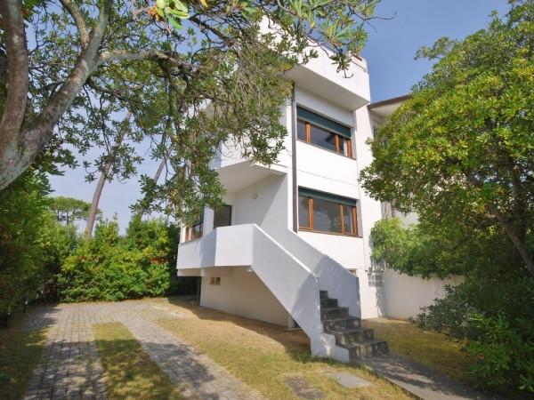 Riferimento WA 15272 - Villa Bifamiliare in Vendita a Marina Di Pietrasanta
