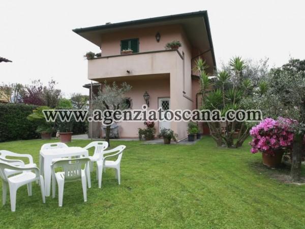 Villa Singola Con Grande Giardino E Posti Auto