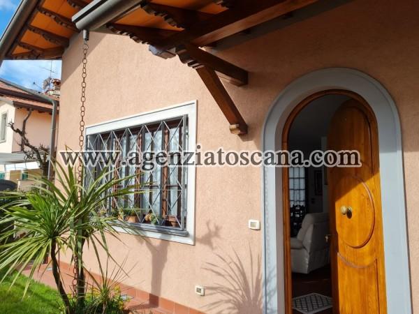 Villa In Centro Di Forte Dei Marmi Con Posto Auto