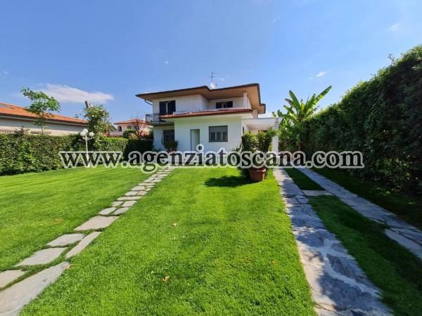 Villa Con Ampio Giardino In Ottima Posizione Centrale