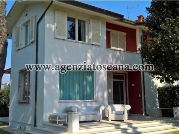 Villa Bifamiliare In Zona Di Pregio
