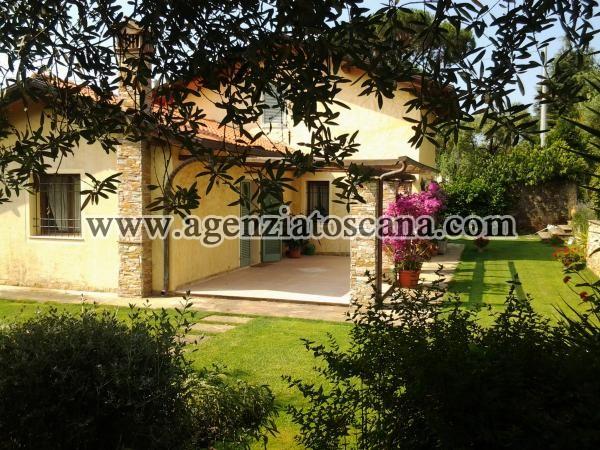 Villa In Stile Rustico A Pietrasanta