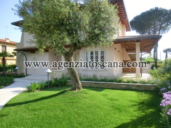 Villa Singola Con Bel Giardino