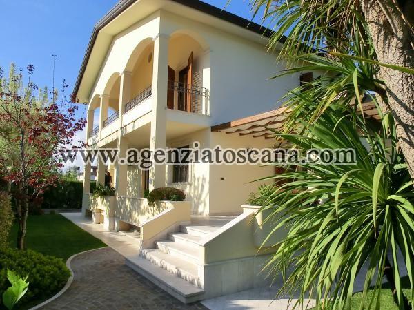 Villa Con Giardino E Posti Auto