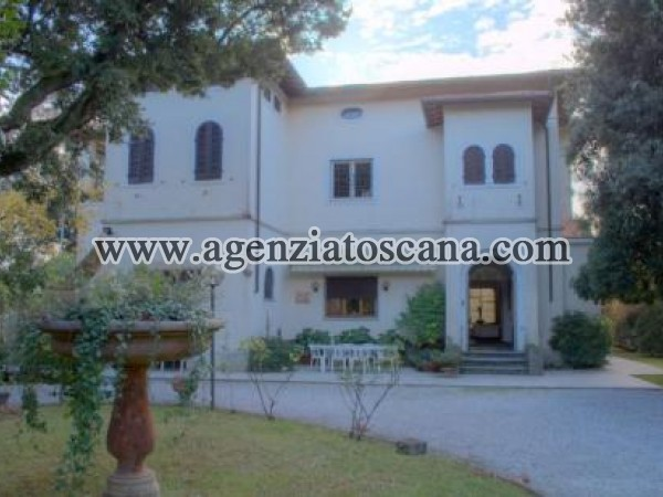 Beautiful Villa With Large Garden And Dependence