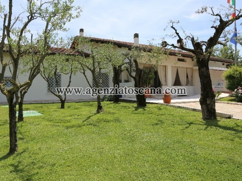 Villa Nel Verde Con Piscina
