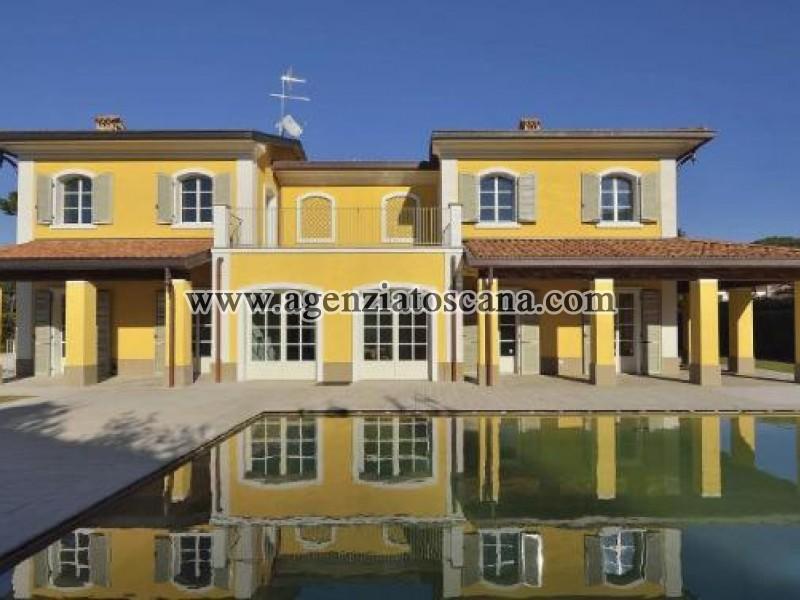 Stupenda Villa Di Nuova Costruzione Con Piscina