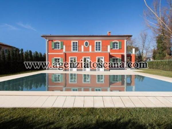 Stupenda Villa Di Nuova Costruzione Con Piscina.