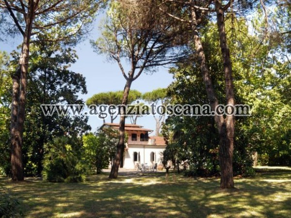 Villa With Great Charm In Large Park
