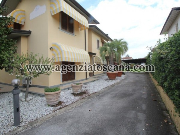 Single Villa With Large Garden In Central Area