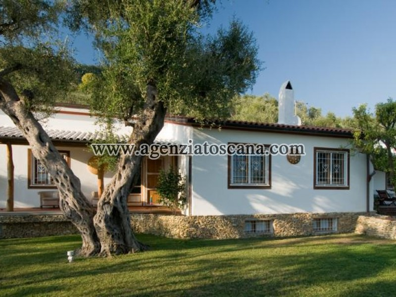Splendida Villa Con Piscina In Stile Mediterraneo