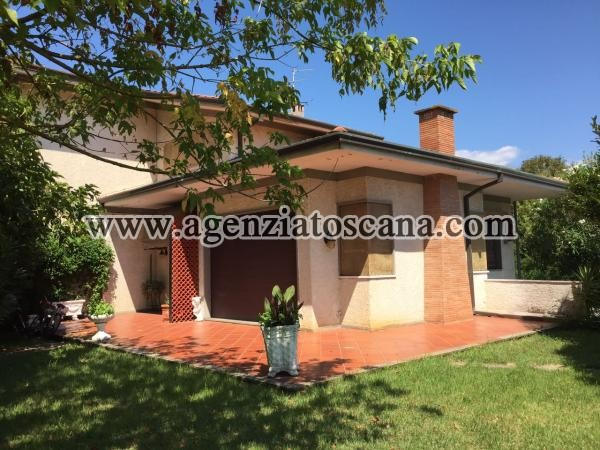 Villa Singola Con 2400 Mq Di Terreno A Marina Di Pietrasanta