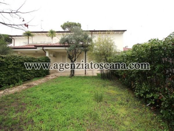 Villa Bifamiliare Nuova Costruzione A Forte Dei Marmi 200 Mt Dal Mare
