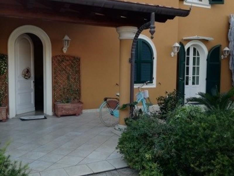 Rif. 2120 - villa bifamiliare in affitto a Forte Dei Marmi | Foto Principale