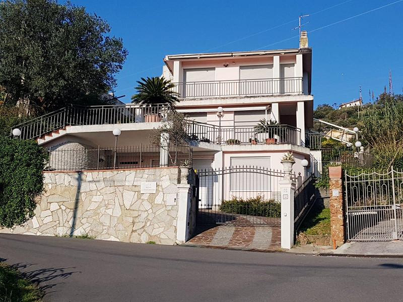Villa in vendita a Varazze, 7 locali, prezzo € 900.000   CambioCasa.it