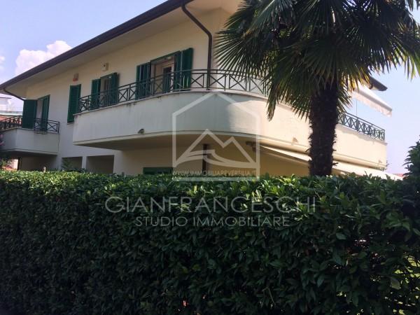 Riferimento 2059 - Villa Bifamiliare in Vendita a Cinquale