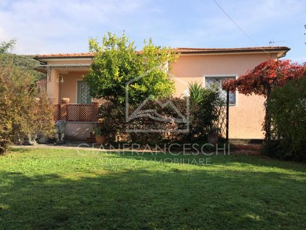 Riferimento 2053 - Villa Bifamiliare in Vendita a Pietrasanta Campagna