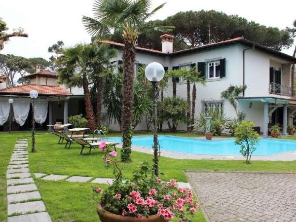 Riferimento 135 - 16 PL - Villa in Affitto a Forte Dei Marmi